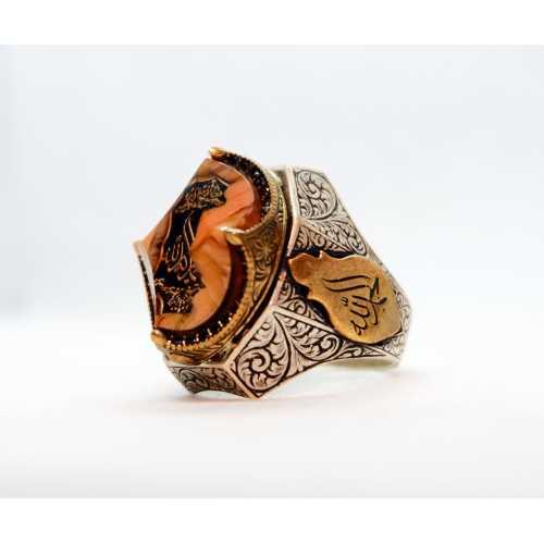 Çok özel bir parça kenarlarında feseta kesim olan ve katelin taş içerisinde 925 gerçek gümüş