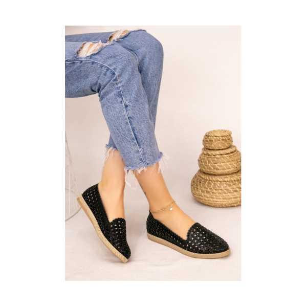 Siyah Cilt Boncuk İşlemeli Babet Ayakkabı