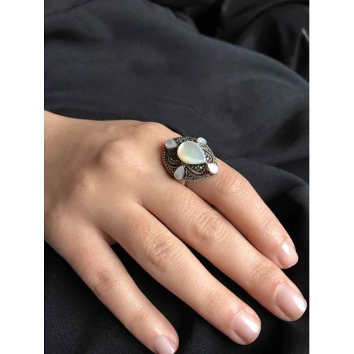 Beyaz Sedef Taşlı  925 Ayar Gümüş Kadın Yüzük Modeli