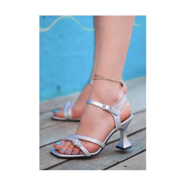 Sodeo Gümüş Cilt Boncuk İşlemeli Ayakkabı