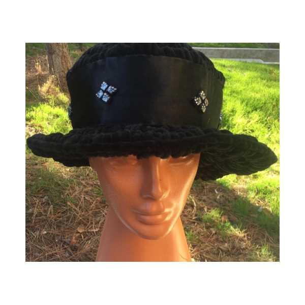 Fötür süslemeli şapka