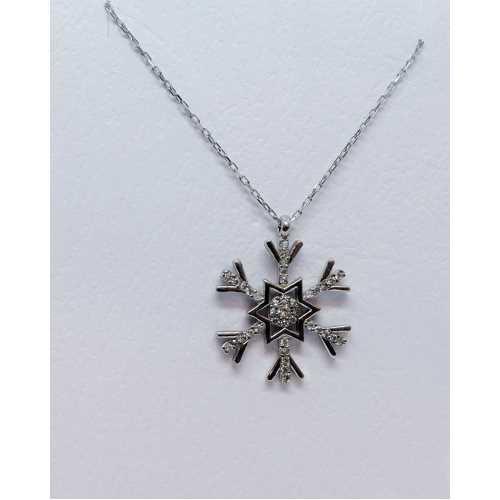 Yıldız merkezli kırlangıç kar tanesi 925 ayar gümüş