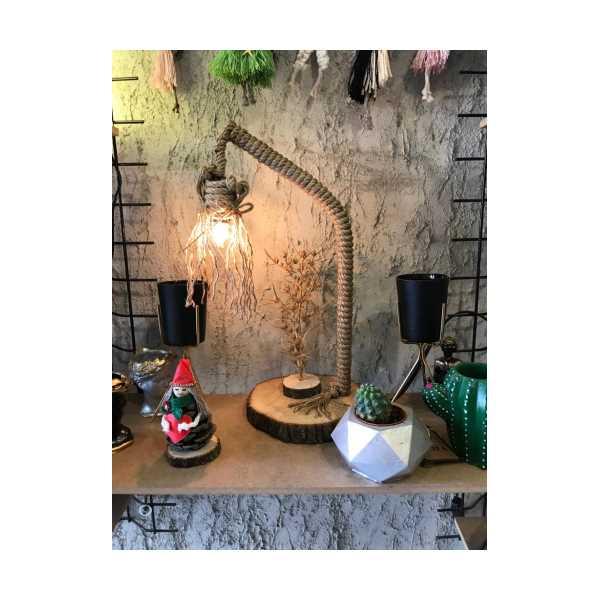 El yapımı dekoratif ahşap abajur