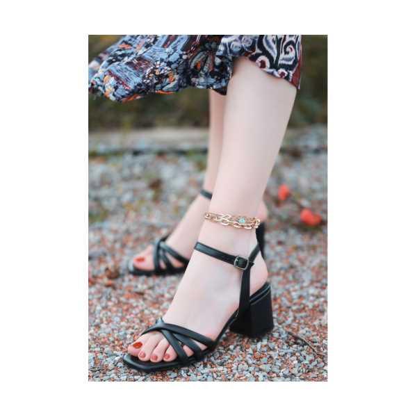 Kione Siyah Cilt Topuklu Ayakkabı